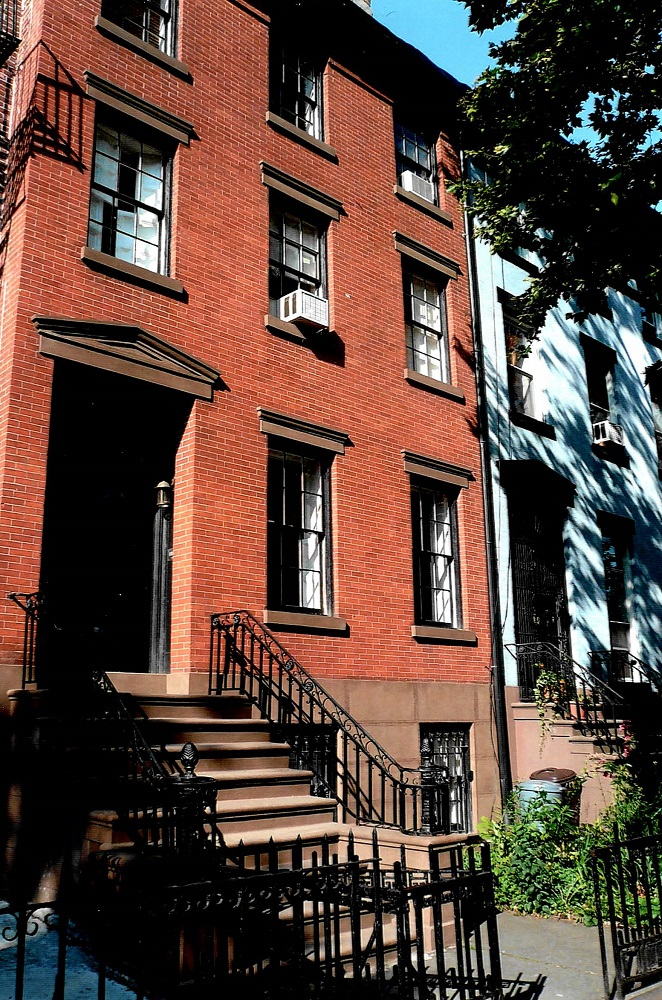 2000 Brooklyn house where dad vaulted fence to catch muggers